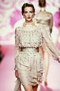 Find out more on Europeana Cozy Fashion, 90s Fashion, Runway Fashion, Fashion Models, High Fashion, Fashion Show, Vintage Fashion, 90s Models, Timeless Fashion