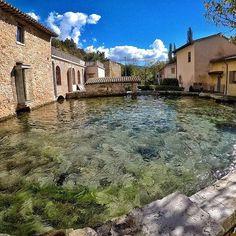 Rasiglia è una frazione montana di Foligno (PG), nella valle del Menotre. Loscrivodame e @Ladolcevitaly sono ben felici di presentarvela.