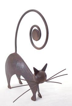 Escultura de gato en hierro de Baba Dieng