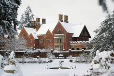Thornewood Castle is a Tudor Gothic historic site in Lakewood, WA. We offer a unique venue for your getaway, wedding, or special event. English House, English Tudor, Beautiful Homes, Beautiful Places, Old Mansions, Tudor House, Event Venues, Wedding Venues, Holiday Wishes