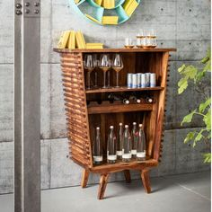 http://www.archiproducts.com/it/products/kare-design/mobile-bar-laccato-in-legno-toto-mobile-bar_262426/