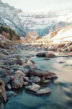 la grande cascade de gavarnie et le gave, pyrénées, france