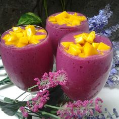 Smoothies Red dragon fruit, dutch eggplant, chooped mango
