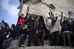 """Place de la République, à Paris. Le ministère de l'intérieur évoque un rassemblement « sans précédent » qui rend le comptage officiel « impossible ». Crédits : OLIVIER LABAN-MATTEI / MYOP POUR """"LE MONDE"""" En savoir plus sur http://www.lemonde.fr/societe/portfolio/2015/01/11/la-marche-republicaine-a-paris-en-images_4553669_3224.html#1rvr2RCzdjFxcXsS.99"""