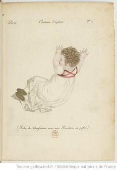 Costume d'enfant. Robe de mousseline avec une broderie au passé.