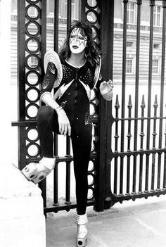 Ace in between takes Buckingham Palace London England, May 1976 Photographer: Fin Costello Another outtake from this classic day in KISStory! Paul Stanley, Gene Simmons, Eric Singer, Heavy Metal, Detroit Rock City, Vinnie Vincent, Eric Carr, Peter Criss, Vintage Kiss