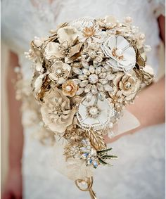 GOLDEN SHADOWS – Tear drop wedding vintage brooch bouquet | HBW