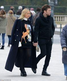 Lara Bingle and Sam Worthington. Love this Givenchy jumper. Celebrity Fashion Looks, Celebrity Style, Street Look, Street Style, Marta Ortega, Lara Worthington, New York Winter, Stylish Couple, Shoes