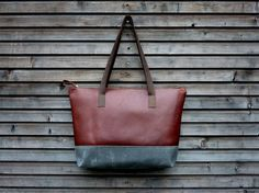 Leather tote bag / shoulderbag with zipper made from oiled leather and waxed handles and waxed canvas bottom