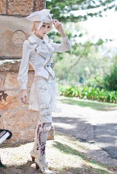 Shorts, vest - Alice and the Pirates, OTKs, shoes - Innocent World, tricorn hat - Peacockalorum  Model/zimiel  Photo/Renka