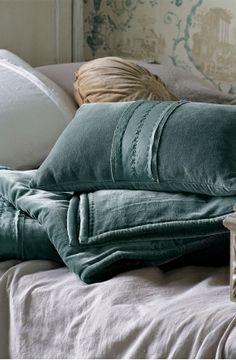bianca lorenne kota cotton velvet comforter in deep teal. 264 pounds.