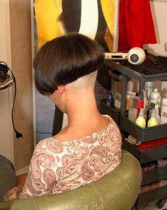 Shaved Bob, Shaved Hair Cuts, Shaved Nape, Short Hair Cuts, Short Hair Styles, Mushroom Haircut, One Length Bobs, Bob Haircut For Fine Hair, Angled Bobs