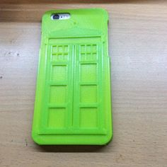 3D printed Dr Who phone case. This filament changes from green to yellow as the temperature increases. #3dprinting #drwho #tardis #tardisphonecase by lithgowlights