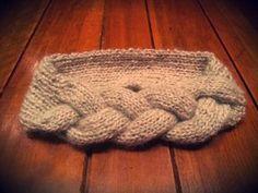 インスタでも沢山見かけるニットヘアバンドはボリュームが有ると小顔効果バツグンと聞きました。是非小顔効果体験してみてください。 Knit Headband Pattern, Knitted Headband, Recycled Crafts, Diy And Crafts, Knitting Projects, Hair Band, Handicraft, Baby Knitting, Headbands