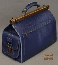 Bag77.ru — кожаные сумки и кожаные мужские портфели ручной работы Leather Laptop Bag, Leather Briefcase, Leather Purses, Leather Wallet, Leather Bag, Gladstone Bag, Sac Week End, Carpet Bag, Frame Bag