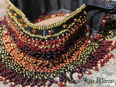 Sárközi gyöngygallérok Bangles, Bracelets, Costumes, Embroidery, Beads, How To Wear, Military, Beautiful, Jewelry