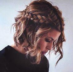 Image via We Heart It https://weheartit.com/entry/168999412 #black #braid #brunette #cute #girl #hair #wavy #white #shoulderlength