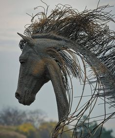 """Sculptor Darius Hulea uses iron and metal wires to """"draw"""" his figurative sculptures. His work mixes industrial materials with historical portrait busts. Sculpture Metal, Horse Sculpture, Modern Sculpture, Abstract Sculpture, Sculpture Ideas, Art En Acier, Sculptures Sur Fil, Wire Sculptures, Famous Historical Figures"""