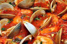 PESCE: Recatevi nella vostra pescheria di fiducia e fatevi dare pesce fresco (non quello decongelato) economico, tutto quello che trovate va bene per fare la zuppa e più di diversi tipi ne mettete e più verrà gustosa, fate in modo che non manchino scorfano, vongole e cozze, che danno tono alla nostra zuppa | Pomodoro […]