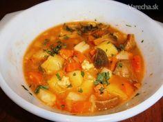 Polievka z rýdzikov (fotorecept) - recept   Varecha.sk Thai Red Curry, Food And Drink, Ethnic Recipes, Basket