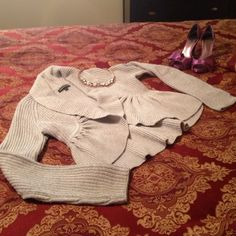 🎀HOST PICK🎀 Light Grey Express Peplum Sweater Cozy, warm, and stylish sweater!! Fun peplum style bottom. Hook closure on the front, light grey in color. Very warm without feeling or looking bulky. In EUC, very minimal pilling on the underside of arms. No stains, rips, holes, etc.  60% Acrylic 40% Merino Wool. Great addition to any closet! Smoke free home, can be modeled upon request. Express Sweaters Cardigans