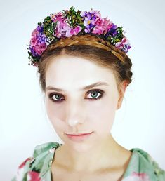 """EVA"" worn by lovely Headband Flowers, Headpieces, Flower Crown, Vintage Fashion, Traditional, Hats, Floral Wreath, Fascinators, Dirndl"