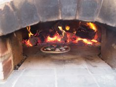 Read my step by step guide on how we installed a wood fired pizza oven in our garden and how you can get one in yours too. And seriously, they make the MOST delicious pizza! Diy Pizza Oven, Pizza Oven Outdoor, Pizza Ovens, Oven Diy, Asado Grill, Bbq Grill, Garden Pizza, Brick Bbq, Four A Pizza