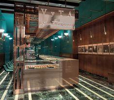 Si eres uno de afortunados viajeros de primera clase que pasan a diario por la estación de Santa Maria Novella de Florencia, no puedes dejar de visitar la panadería de lujo Vyta Santa Margherita. Un elegante espacio que, situado en la sala de espera de primera clase y protegido por su interés patrimonial, domina la …