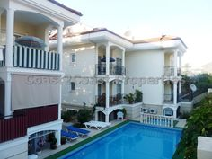 1 bed duplex apartment on a well maintained complex.  FULLY FURNISHED and close to all amenities. Ideal for a holiday home, permanent home or rental investment.