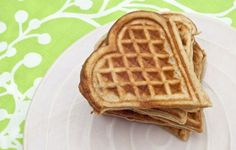 Get your lovely morning off to the right start with a batch of delicious and nutritious cinnamon oatmeal waffles in the special shape of a heart. Oatmeal Waffles, Pancakes And Waffles, Cinnamon Oatmeal, Romantic Meals, Healthy Sweet Treats, Healthy Foods, Valentines Day Food, Snack Recipes, Snacks