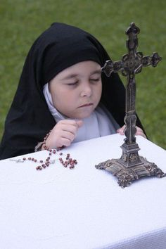 Prayers to be sent to Heaven for an increase for vocations to the priesthood and religious life. Catholic Kids, Catholic Prayers, Roman Catholic, Catholic Saints, Jean 3 16, Sign Of The Cross, Jesus Christus, All Saints Day, Bride Of Christ