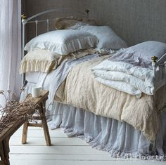 Bella Notte Linens Gabriella Duvet Cover, Pretty Floral Duvet Covers #bellanottelinens #bellanottebedding