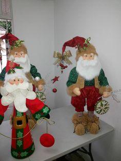Santa con madera Felt Christmas Decorations, Beaded Christmas Ornaments, Christmas Gnome, Vintage Christmas, Christmas Stockings, Christmas Holidays, Christmas Crafts, Merry Christmas, Holiday Decor