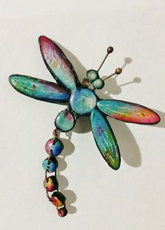 A small dragonfly pin for Freya, polymer clay Polymer Clay Animals, Fimo Clay, Polymer Clay Projects, Polymer Clay Creations, Polymer Clay Crafts, Clay Beads, Polymer Clay Jewelry, Dragonfly Wall Art, Beaded Dragonfly