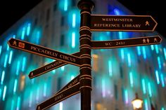 - LONDON SIGN POST -
