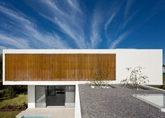 Timber screens shield VDV ARQ's Pedro House from excessive heat
