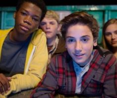 Earth to Echo Exclusive: Cast Chats Favorite Alien Movies!