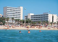 Kontiki Playa is een 2.5-sterren hotel dat bekend staat voor de goede prijs-/kwaliteitsverhouding. Het hotel bevindt zich direct aan zee en aan de boulevard die naar El Arenal loopt. Voor eten en drinken kun tu terecht in de bar en het restaurant van het hotel.  Hotel Kontiki Playa ligt aan de boulevard en is omringd door diverse winkels, bars en restaurants.   Buiten vindt u een zwembad met afgescheiden kindergedeelte en een zonneterras met ligbedden en parasols.  Officiële categorie ***