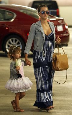 Jessica Alba Celebrity Maternity Style, Summer Maternity Fashion, Stylish Maternity, Celebrity Moms, Celebrity Style, Stylish Pregnancy, Maternity Styles, Maxi Outfits, Fashion Outfits