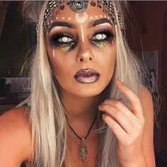 65+ Awesome Fortune Teller Costume Ideas For Halloween https://montenr.com/65-awesome-fortune-teller-costume-ideas-for-halloween/ #halloweencostumes