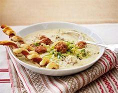 Das Rezept für Käse-Lauch-Suppe mit Mettbällchen und weitere kostenlose Rezepte auf LECKER.de