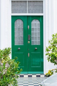 Emerald Green - 8 Unusually Beautiful Front Door Colors You'd Never Think to Try Green Front Doors, Front Door Colors, Front Door Decor, The Doors, Entry Doors, Entry Hall, Entrance, Welcome Signs Front Door, Beautiful Front Doors
