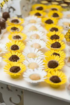 This Candy cups Daisy (white)/Sunflower (yellow) (set of is just one of the custom, handmade pieces you'll find in our party décor shops. Bumble Bee Cupcakes, Daisy Cupcakes, Sunflower Cupcakes, Sunflower Party, Sunflower Baby Showers, White Sunflower, Masha Et Mishka, Decoration Buffet, Bee Theme