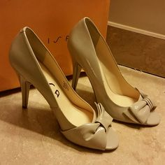 Unisa peep toe pump Brand new and never worn pump Nude pump with a bow across the toe Patent leather Unisa Shoes Heels