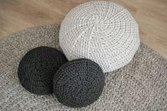Marutska: Kussens......! Crochet Pouf, Crochet T Shirts, T Shirt Yarn, Some Ideas, New Hobbies, Old Women, Pillows, Rugs, Knitting
