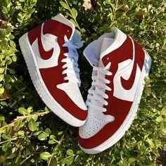 Jordan 1 Red, Jordan Retro, Valentine Jordans, Red And White Jordans, Jordan Outfits Womens, Nike Fashion, Streetwear Fashion, Fashion Women, Fashion Ideas
