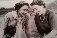 royalwomenofgreatbritain:  Princess Margaret and Queen Elizabeth