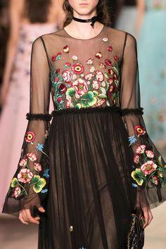 Andrew Gn at Paris Fashion Week Spring 2017 - Details Runway Photos Spring Fashion 2017, Fashion 2020, Runway Fashion, Paris Fashion, Fashion Pics, Floral Fashion, Fashion Dresses, Beautiful Dresses, Nice Dresses