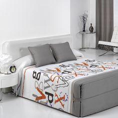 Diseño original y moderno que nos presenta el edredón Grafic de Reig Martí, en tejido estampado. El acolchado tiene un tacto agradable. El producto está disponible en tres colores: beig, azul y morado.