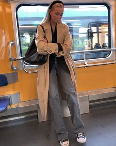 beautiful winter outfits- schöne Winteroutfits Find the most beautiful outfits for your winter look. Mode Outfits, Trendy Outfits, Fashion Outfits, Womens Fashion, Retro Outfits, Grunge Outfits, Fashion Tips, Fashion Ideas, Looks Style